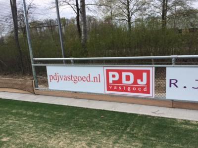 Sponsorbord PDJ Vastgoed bij H.C. Kromme Rijn